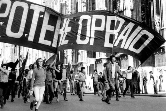 Antonio Negri (na frente, à direita) nas ruas pelo Poder Operário